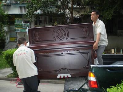 钢琴搬家现场